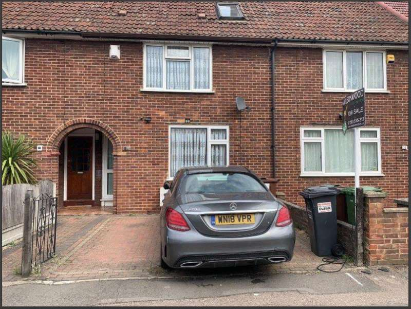 3 Bedrooms Terraced House for sale in Marlborough Road, Dagenham