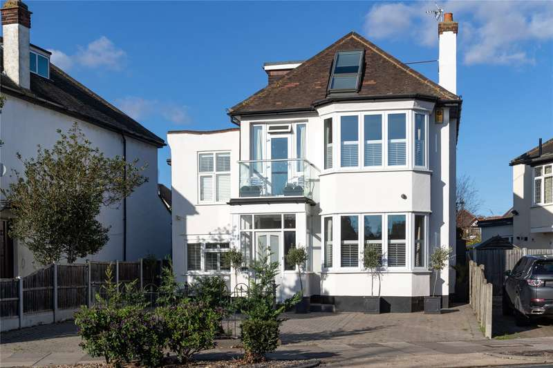 4 Bedrooms Detached House for sale in The Ridgeway, Westcliff-on-Sea, SS0