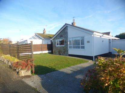 2 Bedrooms Bungalow for sale in Rhosffordd Estate, Moelfre, Anglesey, North Wales, LL72
