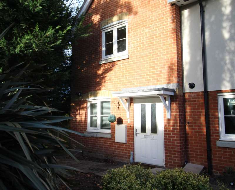 2 Bedrooms End Of Terrace House for sale in Elston Court, Ingatestone