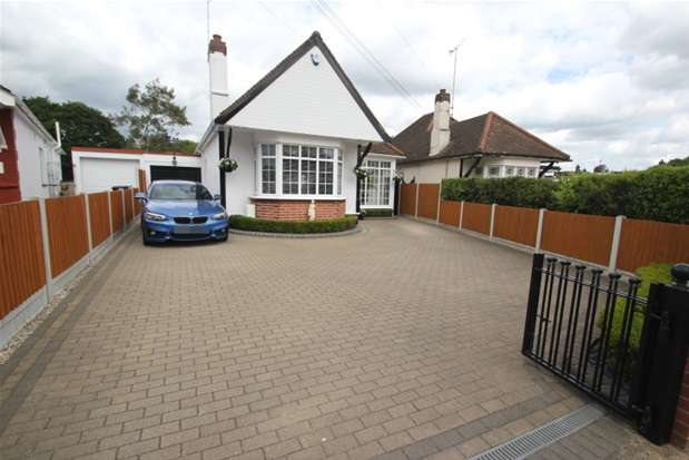 3 Bedrooms Detached Bungalow for sale in The Fairway, Leigh-on-Sea