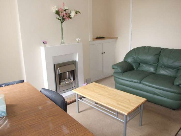 3 Bedrooms Terraced House for rent in Maitland Street, Heath, Cardiff, CF14 3JU