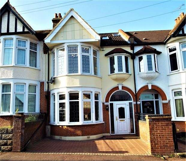 4 Bedrooms Terraced House for rent in Leigham Court Drive, Leigh on sea, Leigh on sea, SS9 1PT