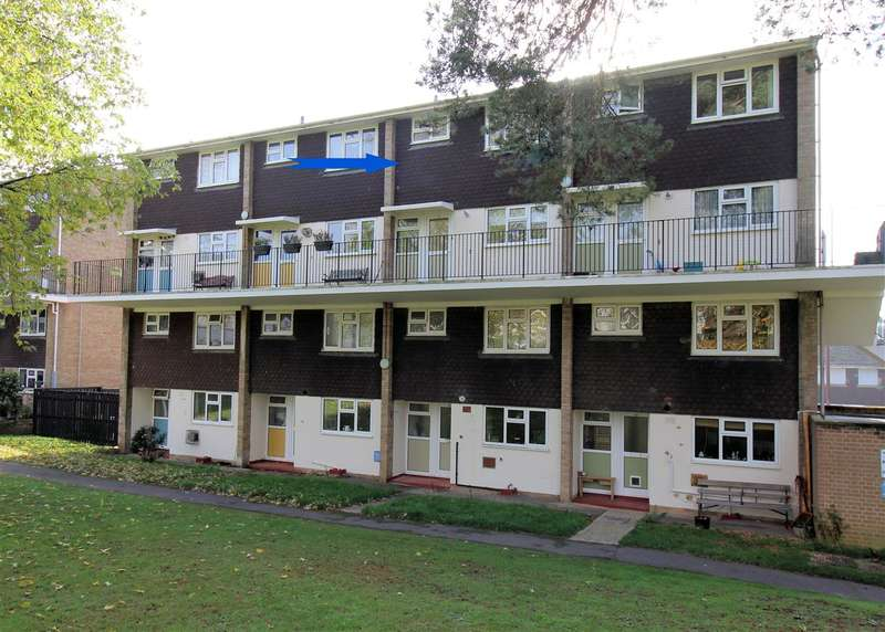 2 Bedrooms Apartment Flat for rent in Kildare Close, Bordon