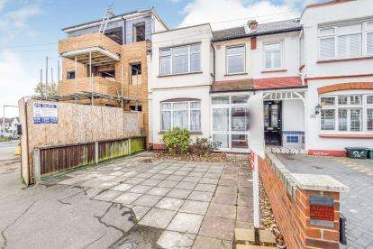 5 Bedrooms Terraced House for sale in Woodford Green, Essex