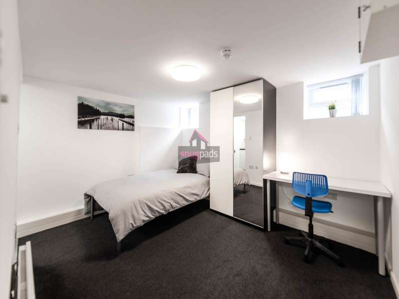Studio Flat for rent in Gildabrook Road, Salford,