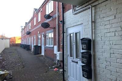 2 Bedrooms Flat for rent in High Street, Cradley Heath, West Midlands