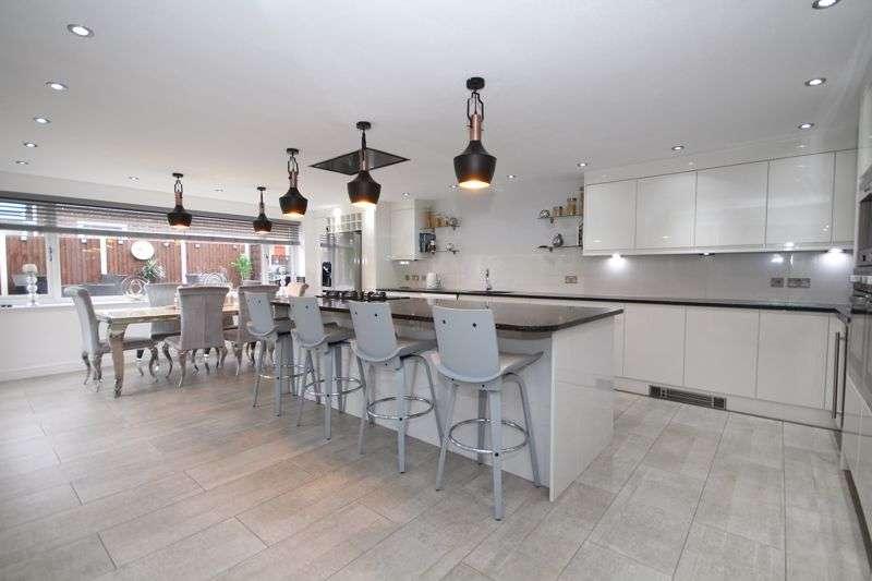 5 Bedrooms Property for sale in CHELMER GROVE, Hopwood, Heywood OL10 4RX