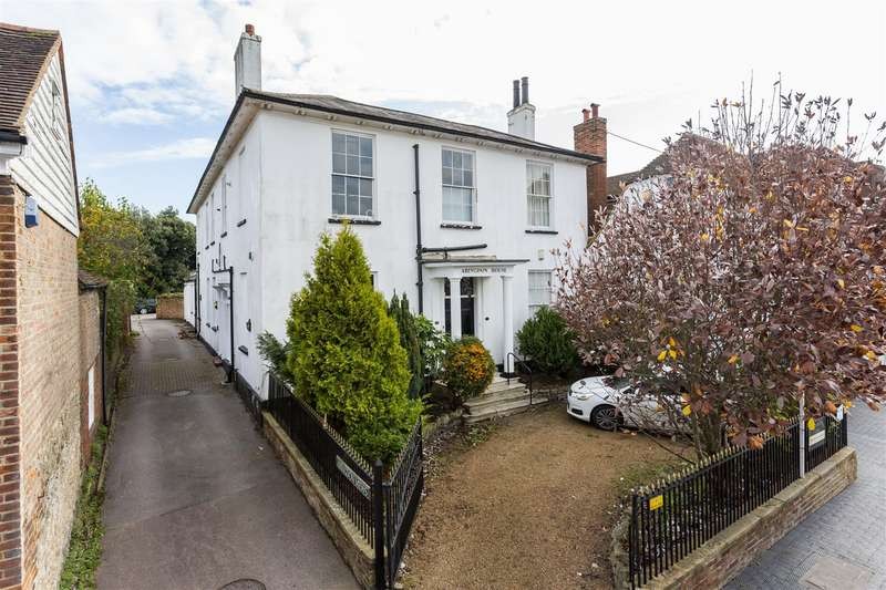 3 Bedrooms Flat for sale in High Street, West Malling