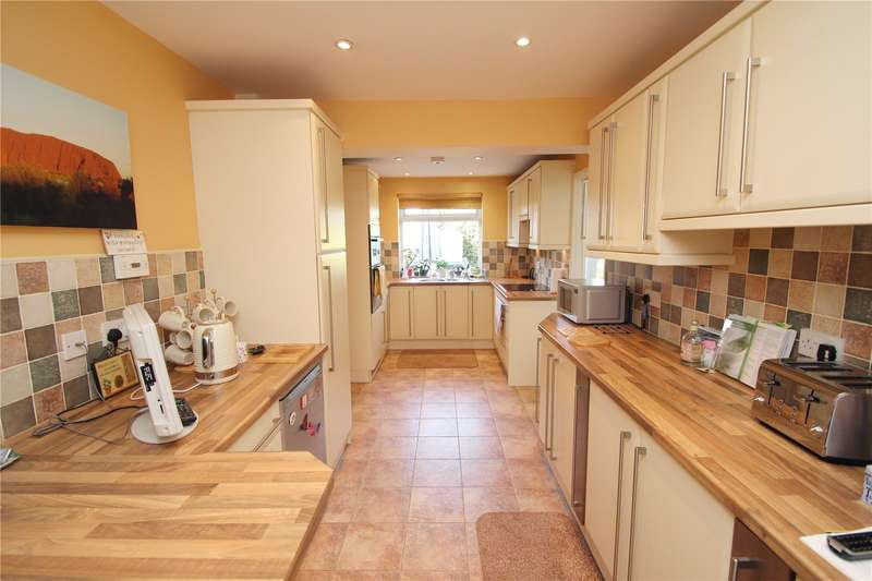 5 Bedrooms House for sale in Essex Gardens, Hornchurch, RM11
