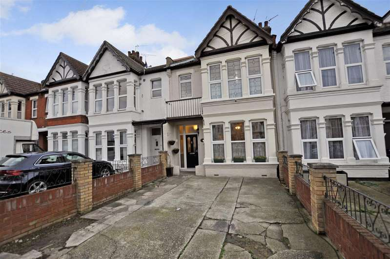 4 Bedrooms Terraced House for sale in Lovelace Gardens, Southend-On-Sea