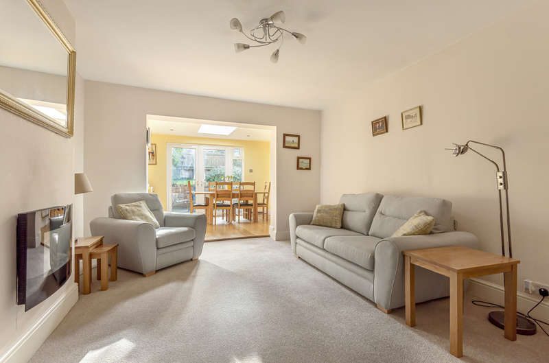 3 Bedrooms Semi Detached Bungalow for sale in Shepperton Road, Petts Wood, BR5