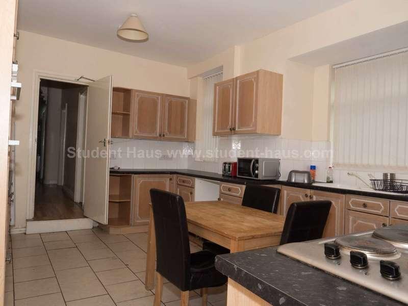 6 Bedrooms House for rent in Fitzwarren Street, Salford