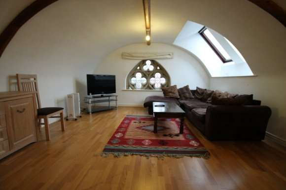 2 Bedrooms Flat for rent in Fountain Hall, Morley, Leeds, LS27