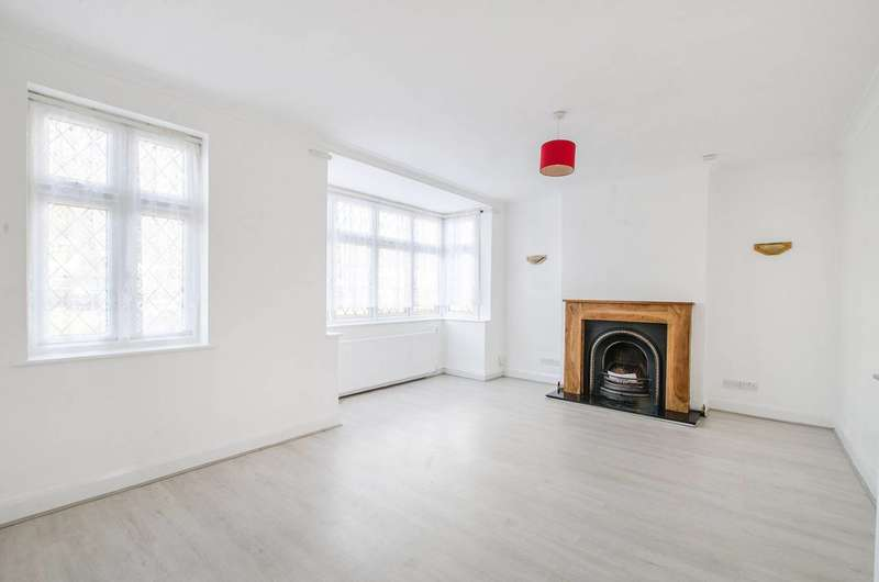 4 Bedrooms Bungalow for rent in Winn Road, Lee, SE12