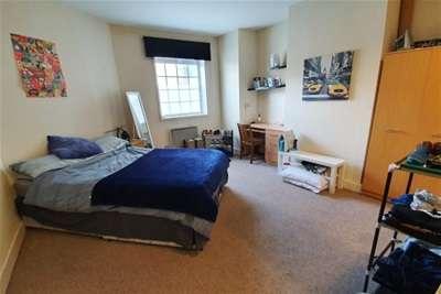 4 Bedrooms Maisonette Flat for rent in Queen Street *Student Property 2021*