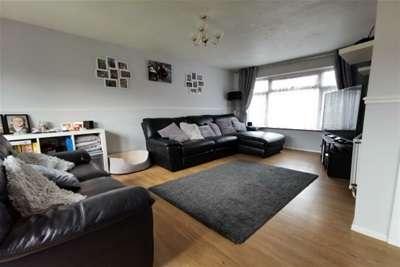 3 Bedrooms Semi Detached House for rent in Aldergrove Walk