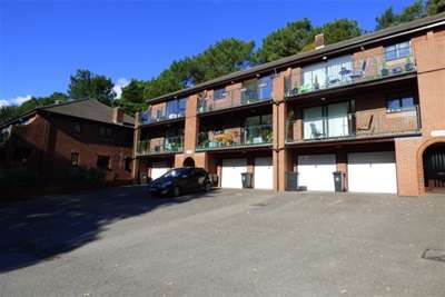 2 Bedrooms Flat for rent in Parkstone,Poole