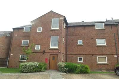 2 Bedrooms Flat for rent in Tarvin Avenue, Stockport, SK4