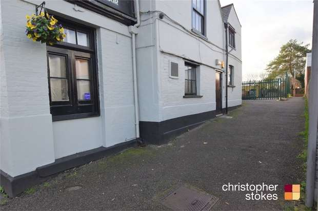 2 Bedrooms Flat for rent in Turners Hill, Cheshunt, Hertfordshire