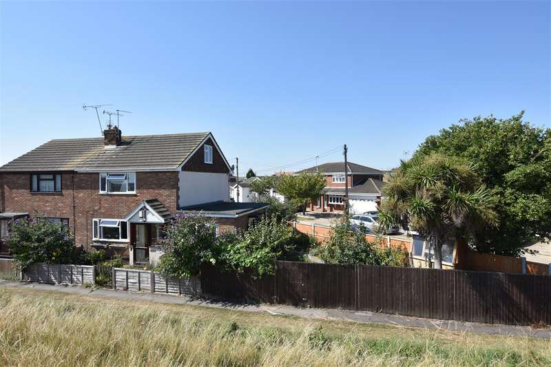 3 Bedrooms Semi Detached House for sale in Mitchells Walk, Canvey Island