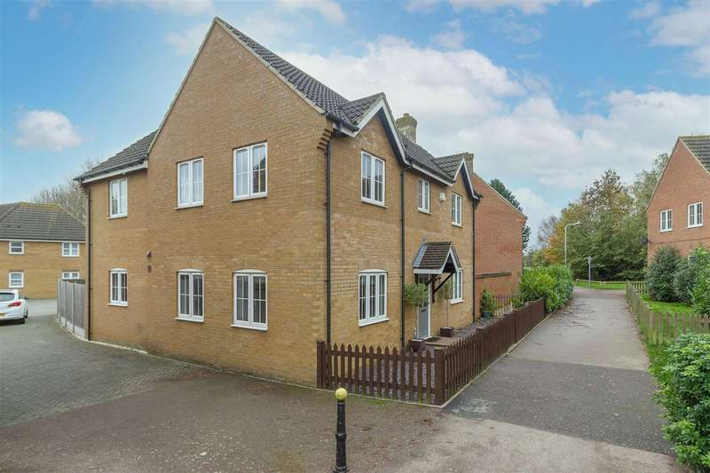 4 Bedrooms Detached House for sale in Micketts Gardens, Sittingbourne