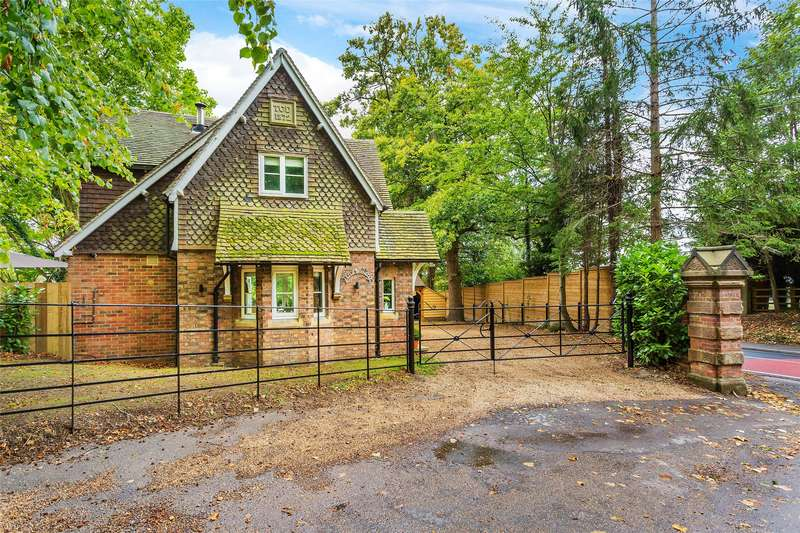 3 Bedrooms Detached House for sale in Main Road, Crockham Hill, Edenbridge, TN8