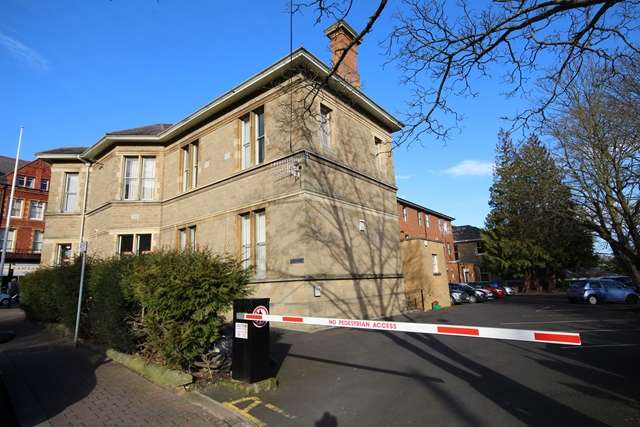 2 Bedrooms Flat for rent in Club Chambers, Grange Road, Malvern