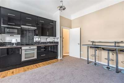 2 Bedrooms Flat for rent in Wiverton Road, Sydenham, SE26