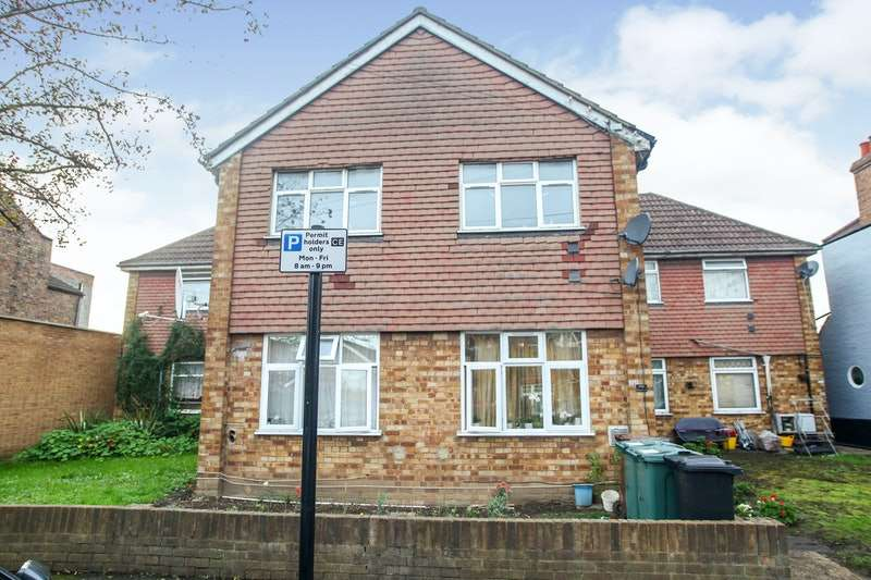 2 Bedrooms Maisonette Flat for sale in Kitchener Road, London, London, E17