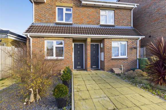 2 Bedrooms Detached House for sale in Salisbury Gardens, Basingstoke