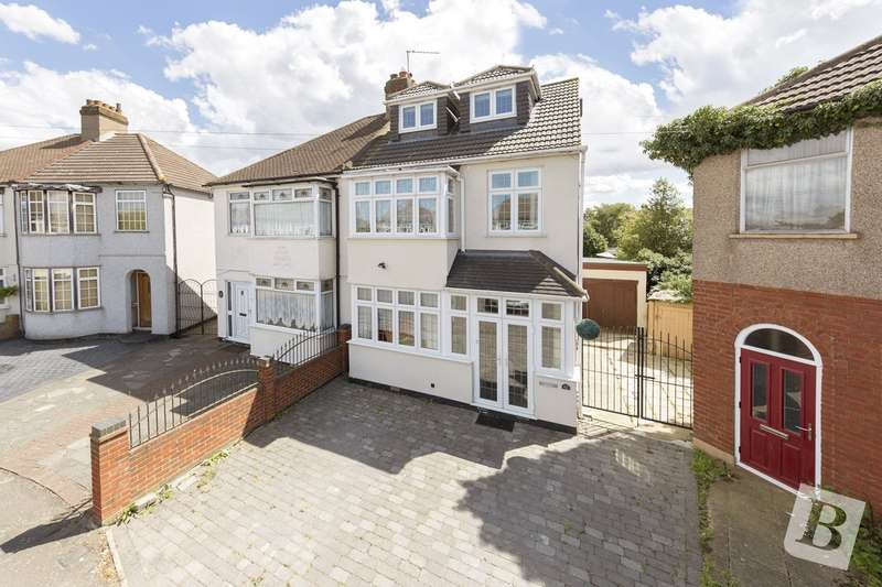 4 Bedrooms Semi Detached House for sale in Eddy Close, Romford, RM7