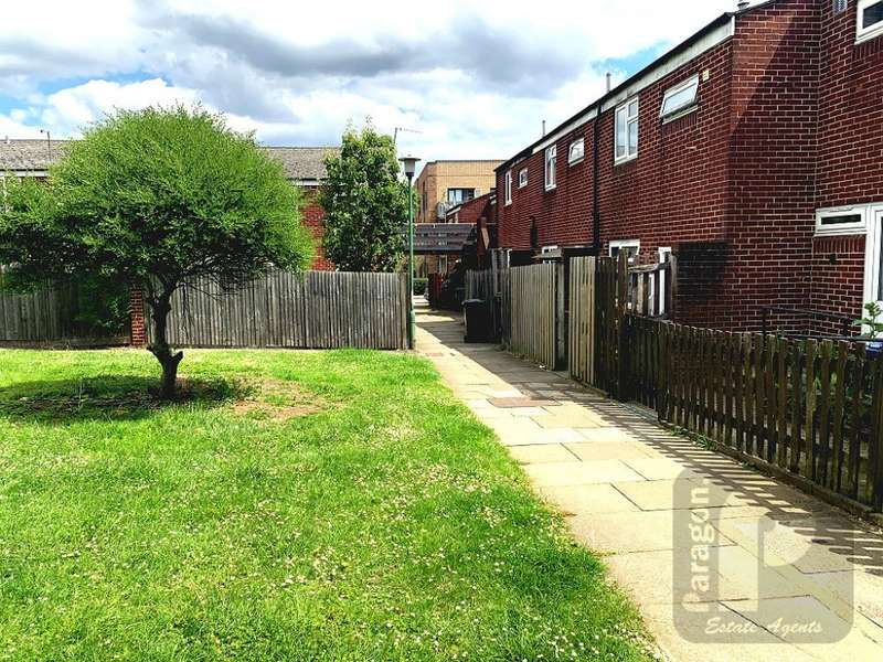 3 Bedrooms Terraced House for rent in South Road, Edgware, HA8