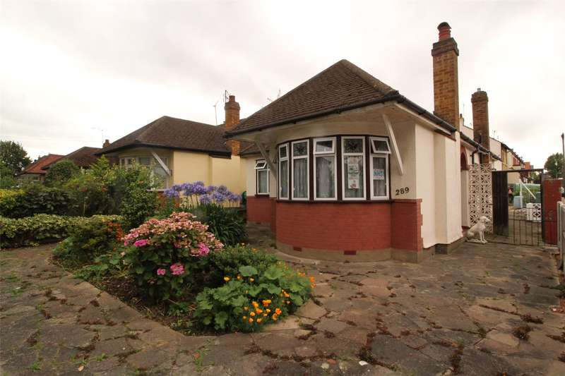 2 Bedrooms Bungalow for sale in Hamstel Road, Southend-on-Sea, Essex, SS2