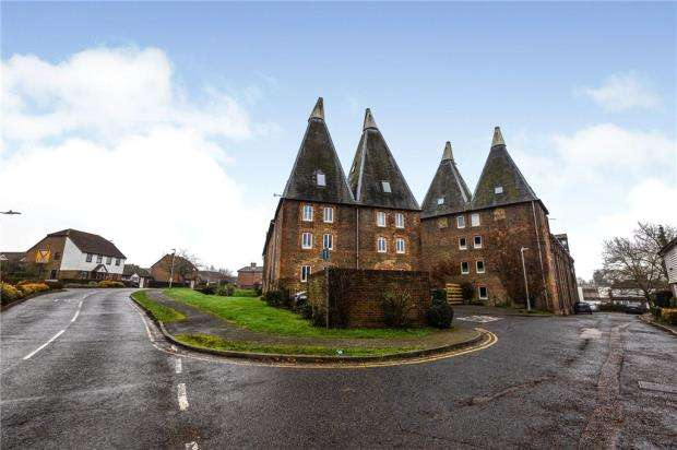 2 Bedrooms Apartment Flat for sale in The Maltings, Carpenters Lane, Hadlow