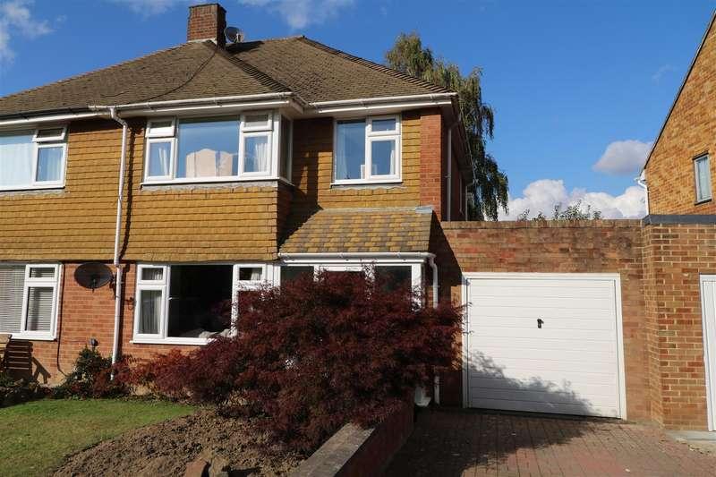 3 Bedrooms Semi Detached House for sale in Birch Way, Tunbridge Wells