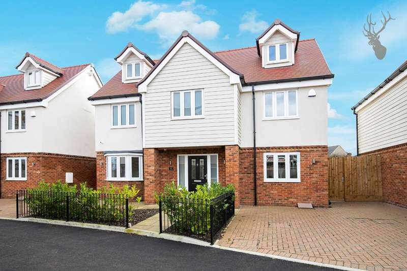 5 Bedrooms Detached House for sale in Oak Hill Road, Stapleford Abbotts, Romford