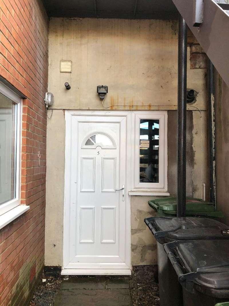 2 Bedrooms Flat for rent in High Market, Ashington, NE63 8NE