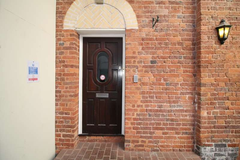 3 Bedrooms Flat for rent in 1 The Courtyard St Annes's Well