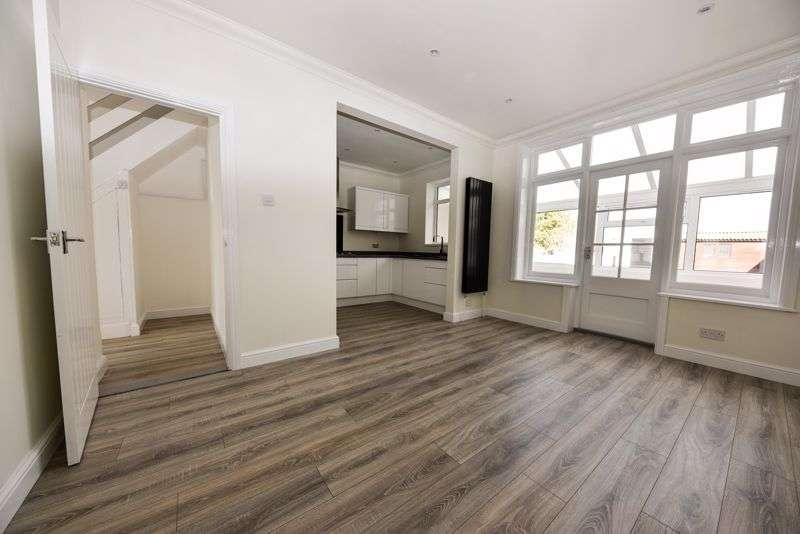 3 Bedrooms Property for sale in Oakwood Road, Portsmouth