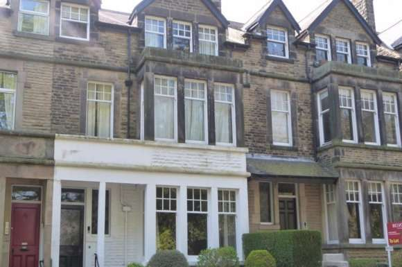 2 Bedrooms Flat for rent in Harlow Moor Drive, Harrogate, HG2