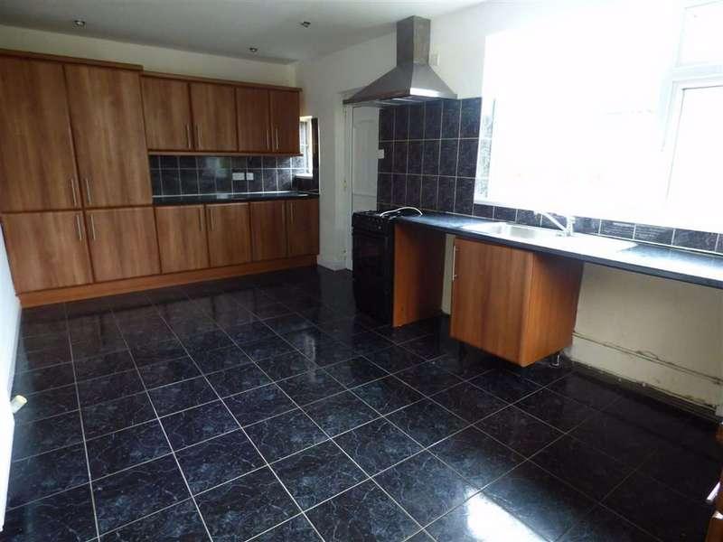 3 Bedrooms Semi Detached House for rent in Gisbourne Road, Bradley, Huddersfield