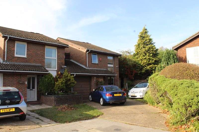 4 Bedrooms Property for rent in Lyndhurst Close, East Croydon