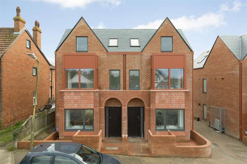 4 Bedrooms Semi Detached House for sale in Keelson Yard, Whitstable