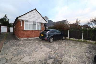 3 Bedrooms Bungalow for rent in SHENFIELD PARK
