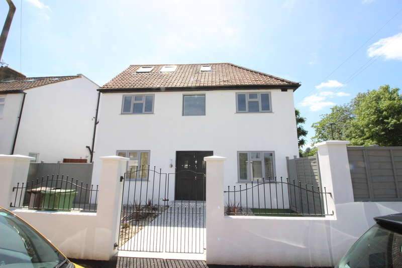4 Bedrooms Detached House for sale in Beverley Gardens