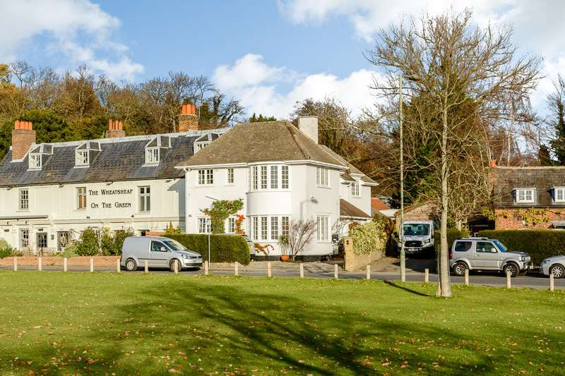 2 Bedrooms Flat for rent in Esher Green, Esher, KT10