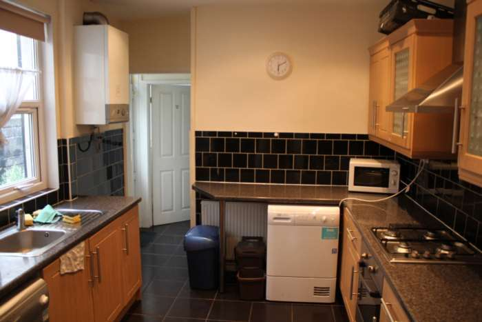 4 Bedrooms Terraced House for rent in North Road, Cathays, Cardiff, CF10 3DZ