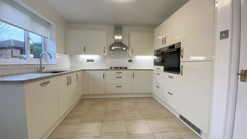 4 Bedrooms Detached House for sale in Southbrook Grove, Bolton, BL3 2DN