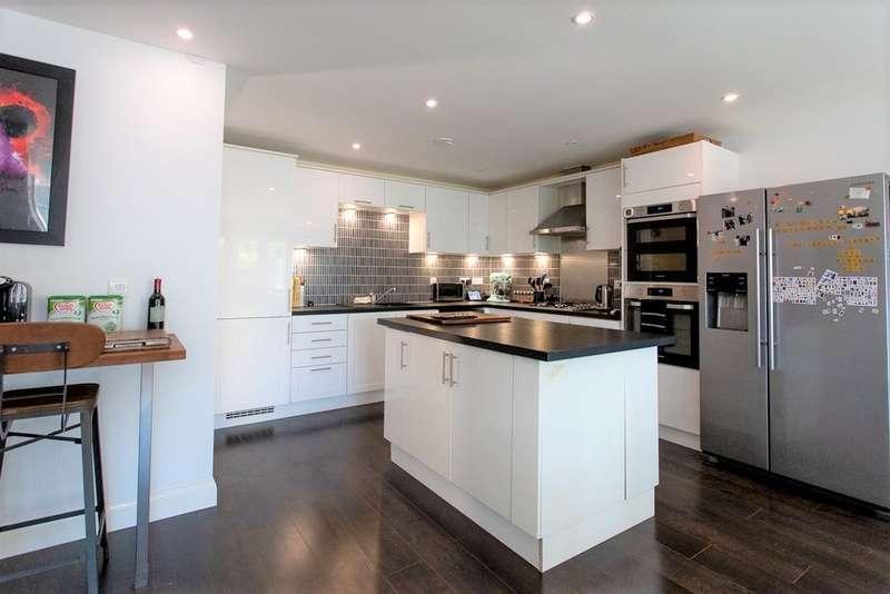 3 Bedrooms Town House for sale in Green Fields Lane, Ashford